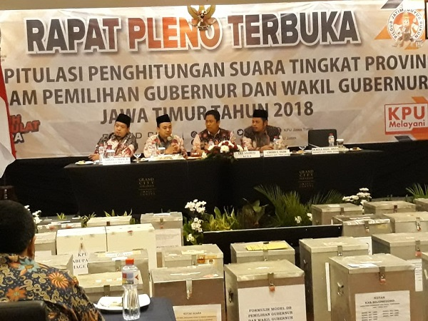 Rapat pleno terbuka penghitungan suara Pilgub Jatim 2018. (Foto: Syaiful Islam/Okezone)