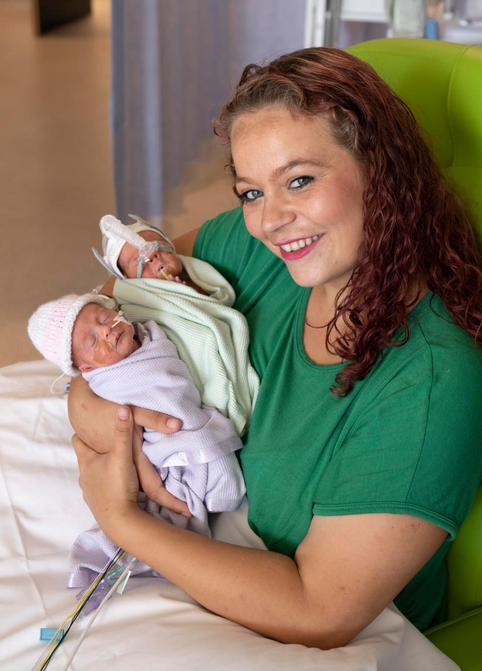 Bayi Kembar jeda 12 hari