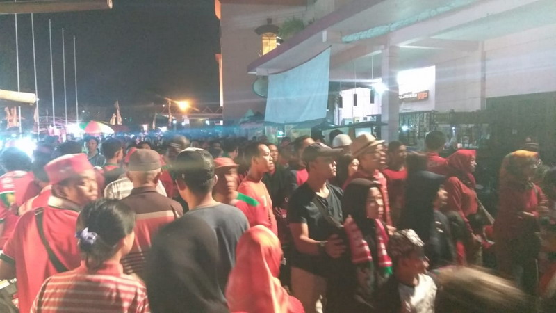 Antrian Tiket Suporter Timnas Indonesia U-19 (Foto: Avirista Midaada/Okezone)