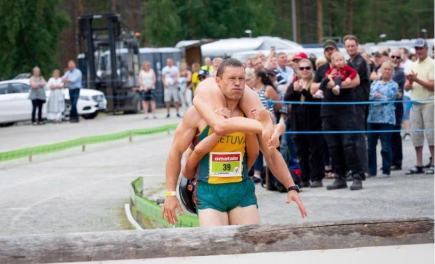 Perlombaan Gendong Istri di Finlandia