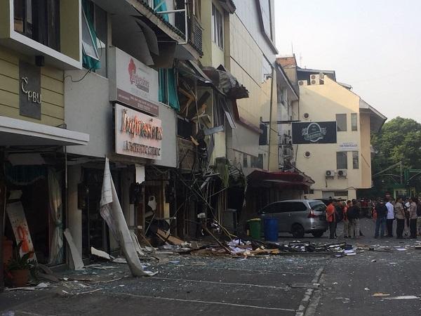 Kondisi ruko di Grand Wijaya Center, Blok F, Jalan Wijaya II, Kebayoran Baru, Jaksel, mengalami kerusakan ledakan tabung gas. (Foto: Harits Tryan Akhmad/Okezone)