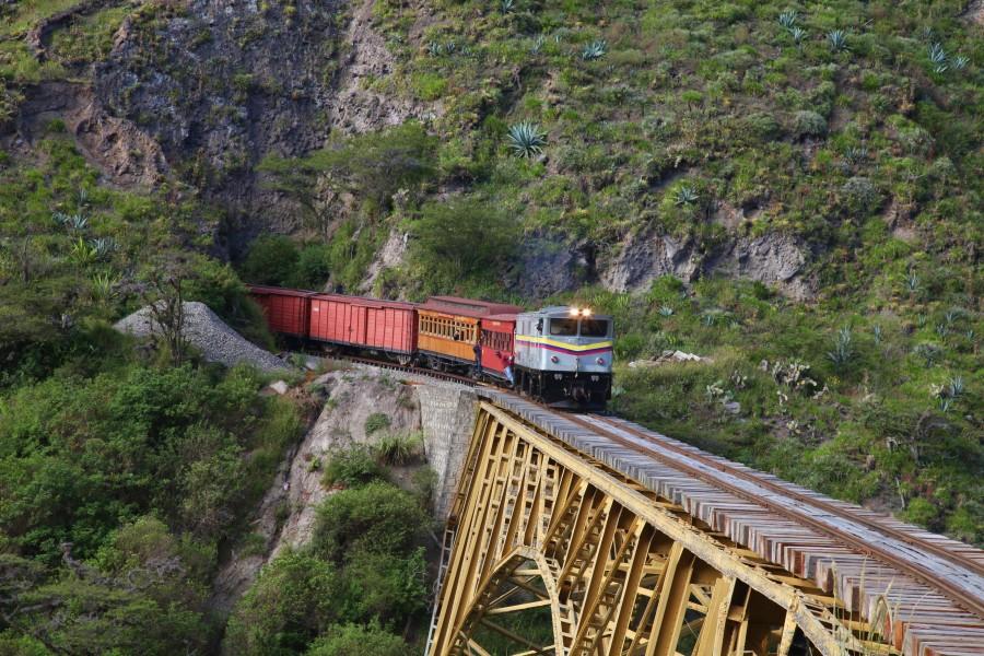 Jalur Kereta Api di Ekuador