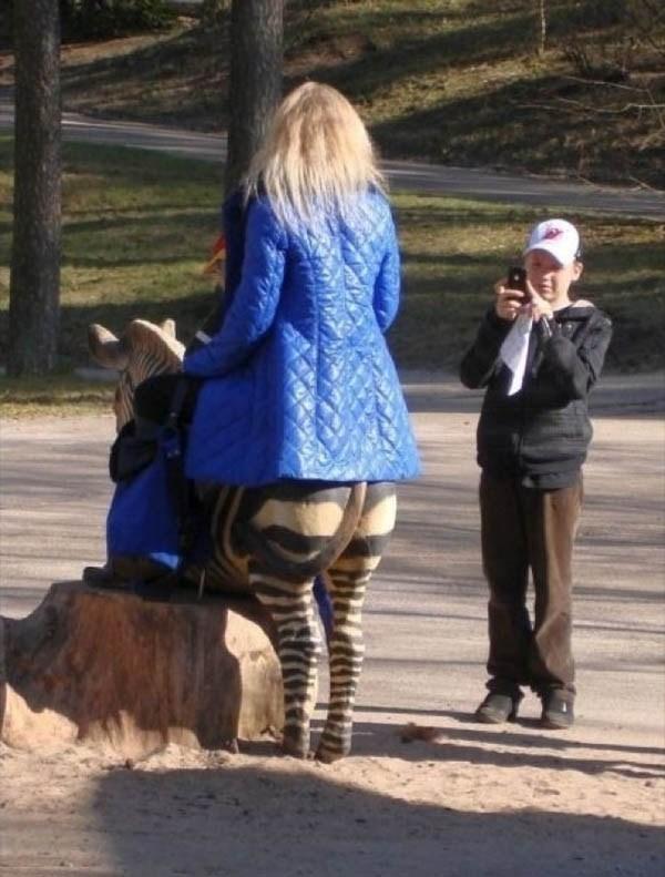 perempuan berkaki zebra
