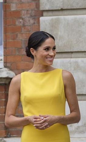 Dress kuning Meghan Markle