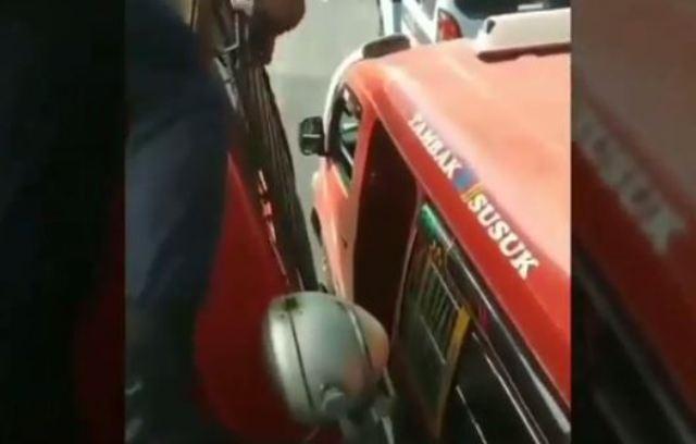 Mobil Damkar vs Angkot
