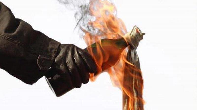 Ilustrasi Bom Molotov