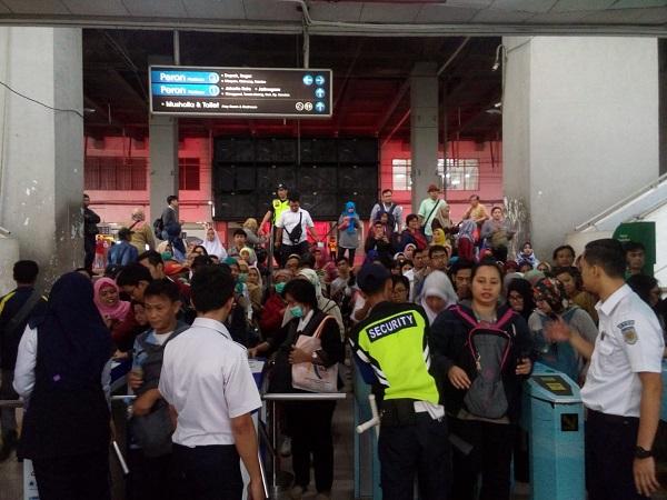 Suasana di Stasiun Depok Baru. (Foto: Febby Novelius/Okezone)