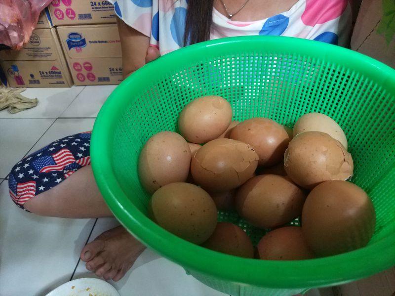 Penjualan Telur Pecah di Tangsel (Hambali/Okezone)