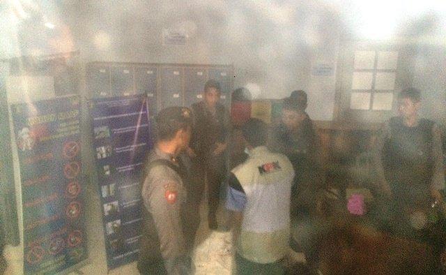 Penyidik KPK saat menggeledah Lapas Sukamiskin. (Foto: CDB Yudistira/Okezone)