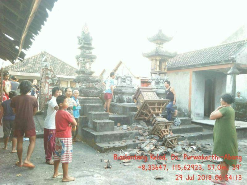 Pura di Karangasem, Bali Roboh Akibat Gempa Lombok (foto: Ist)