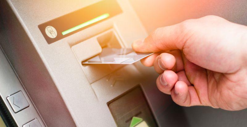 Ilustrasi Transaksi di ATM