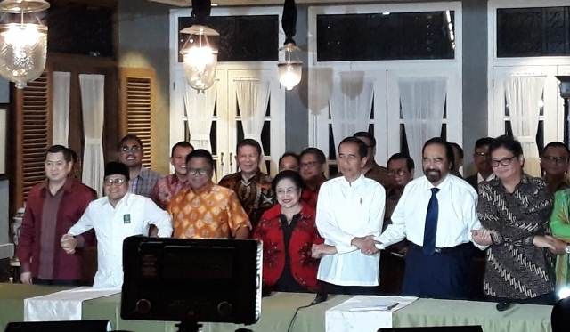Joko Widodo bersrta pemimpin partai koalisi