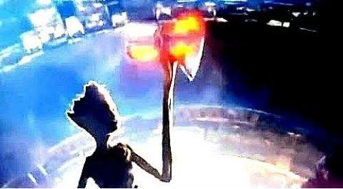 Groot mengangkat Stormbreaker