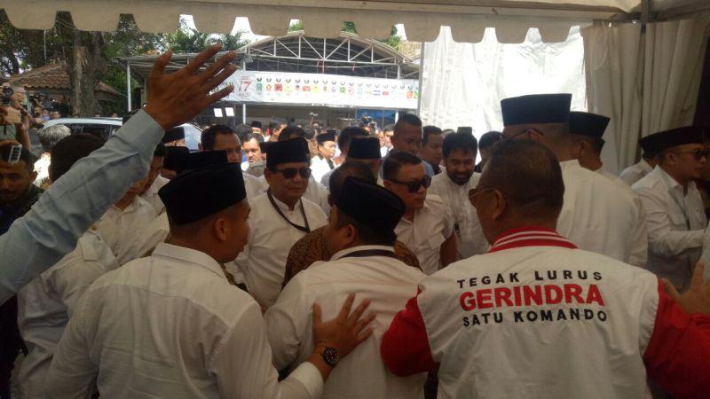 Prabowo-Sandiaga saat mendaftar ke KPU