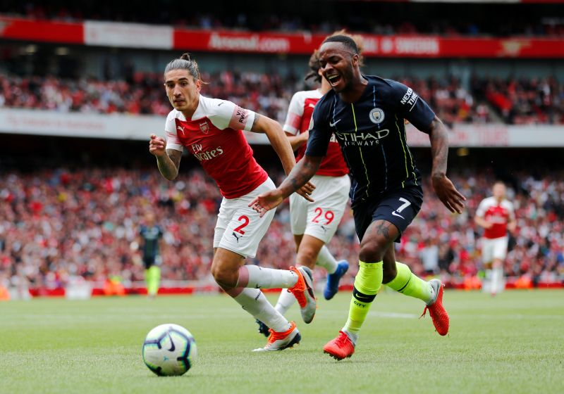 Hector Bellerin vs Raheem Sterling (Foto: Reuters)