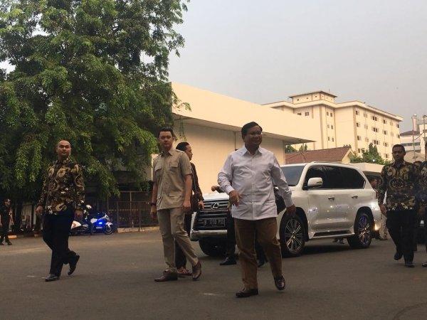 Bakal capres Prabowo Subianto tiba di RSPAD untuk jalani tes kesehatan. (Foto: Ist)