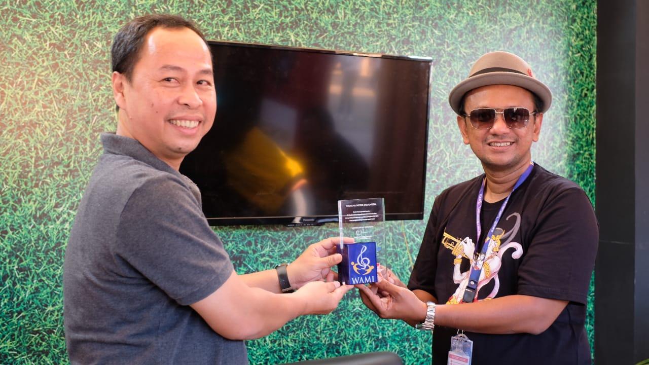 Promotor Prambanan Jazz mendapatkan penghargaan dari WAMI