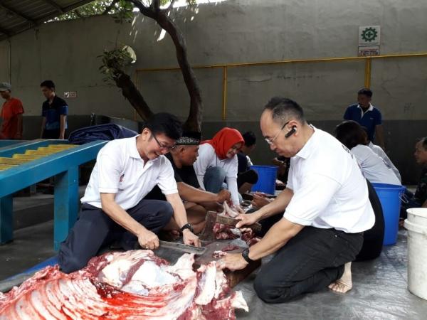 Sistem sebelumnya menggaramkan daging dan membuatnya kering alami di bawah sinar matahari.