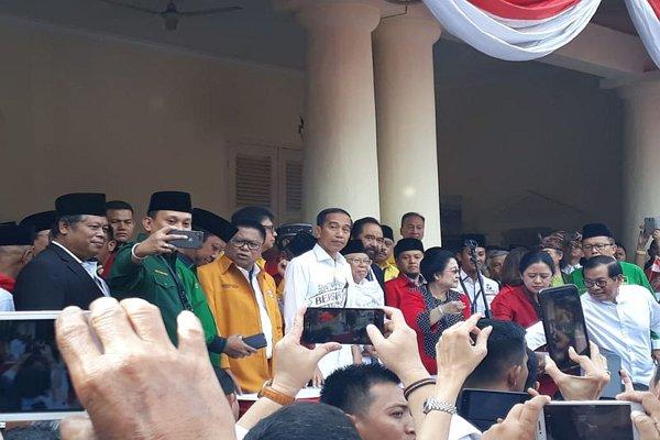Jokowi dan KH Ma'ruf Amin dan koalisinya