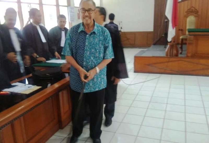 """Mantan Bupati Bandung Barat Didakwa Kumpulkan """"Jatah ..."""