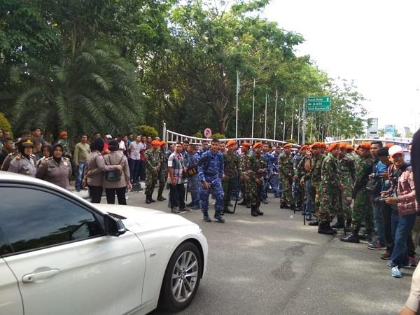 Penghadangan Mobil Neno Warisman di Riau (Banda/Okezone)
