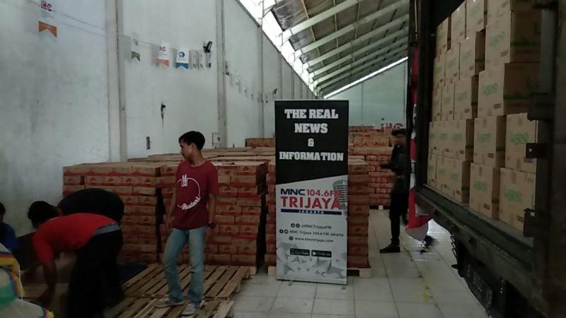 MNC Trijaya Gandeng Khong Guan Sebar Ribuan Kaleng Biskuit untuk Korban Gempa Lombok (foto: Putra RA/Okezone)MNC Trijaya Gandeng Khong Guan Sebar Ribuan Kaleng Biskuit untuk Korban Gempa Lombok (foto: Putra RA/Okezone)
