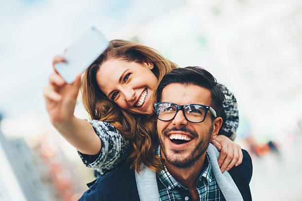 Pasangan Selfie (Istock)