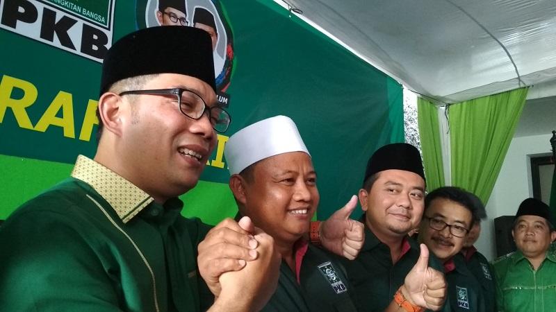 Ridwan Kamil dan Uu Ruzhanul (foto: Okezone)