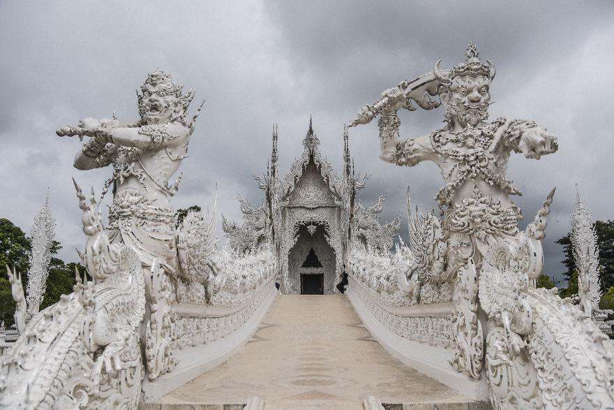 White Temple (Bored panda)
