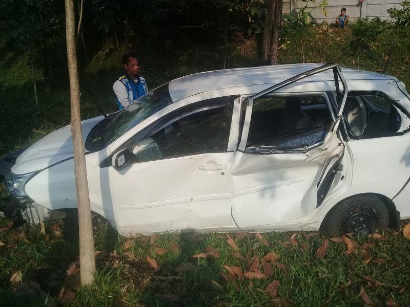 Kecelakaan di Tol Jagorawi (foto: Putra/Okezone)