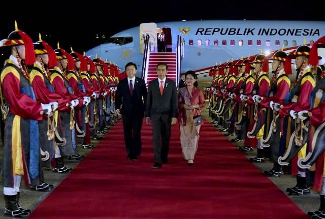 Jokowi di Korea Selatan. (Foto: Laily Rachev/Biro Pers Setpres)