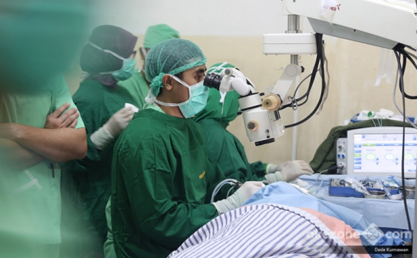 operasi katarak