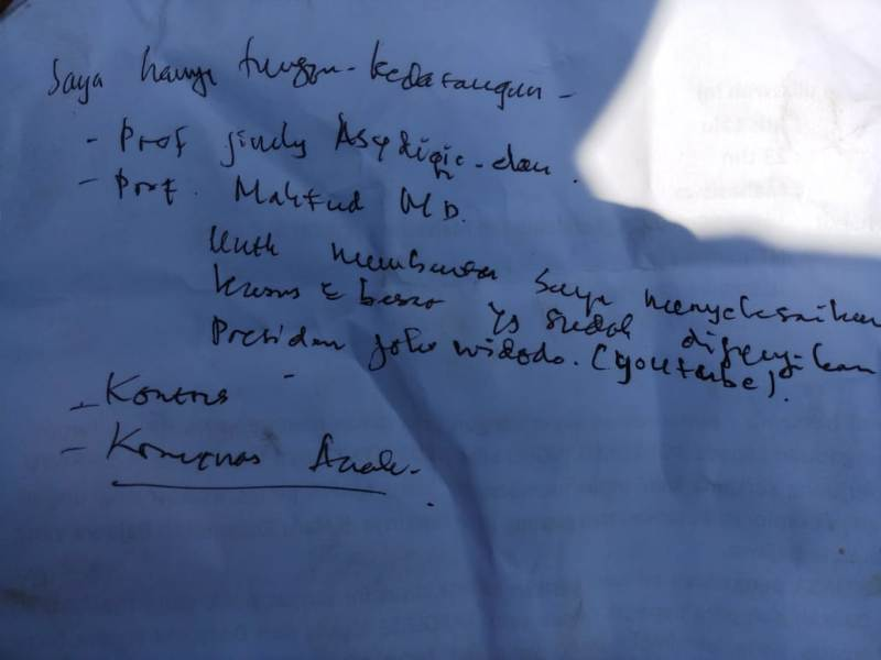 Surat pemanjat baliho