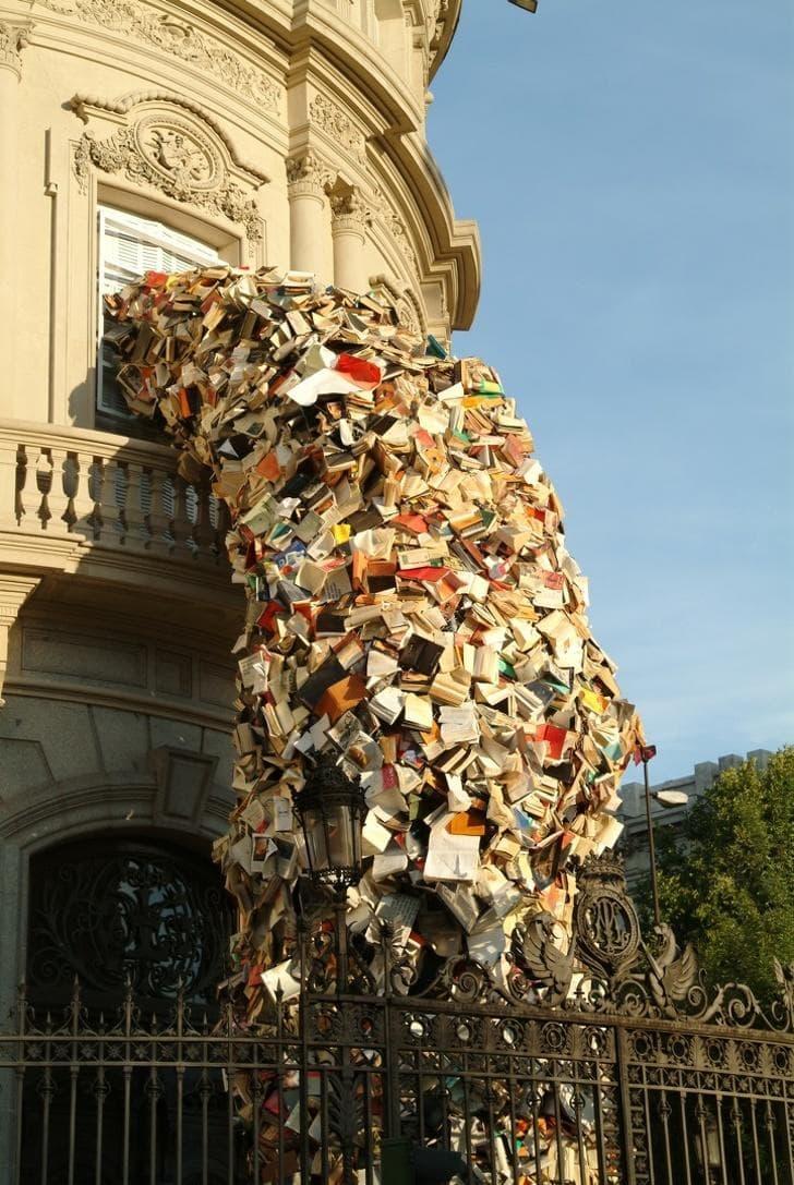 5000 books art installation by Alicia Martin (the popple)