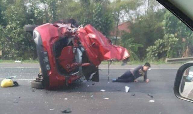 Kecelakaan di Tol Jakarta-Tangerang (foto: Anggun T/Okezone)