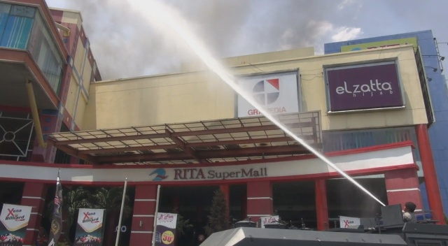 Supermal Tegal terbakar