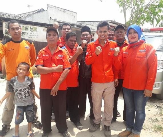 Tim Rescue Perindo Kabupaten Tangerang mem-fogging perumahan warga. (Foto: Anggun Tifani/Okezone)