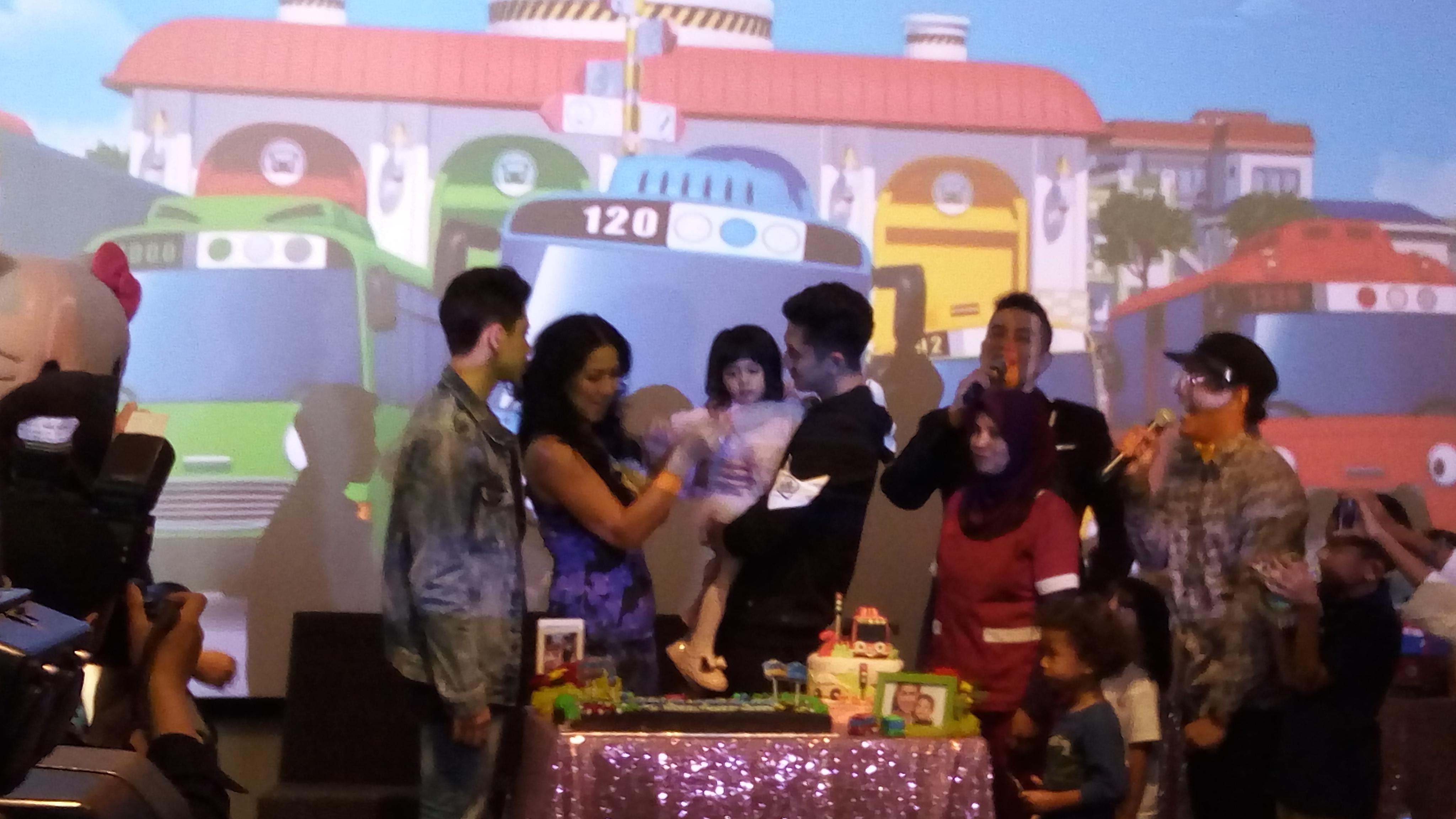 Venna Melinda dan anak-anaknya