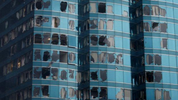 Angin yang dibawa Topan Mangkhut telah memecahkan kaca-kaca jendela di Hong Kong. (Foto : Reuters)