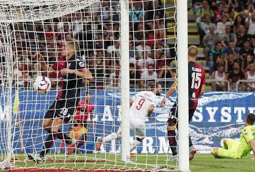Gonzalo Higuain samakan kedudukan