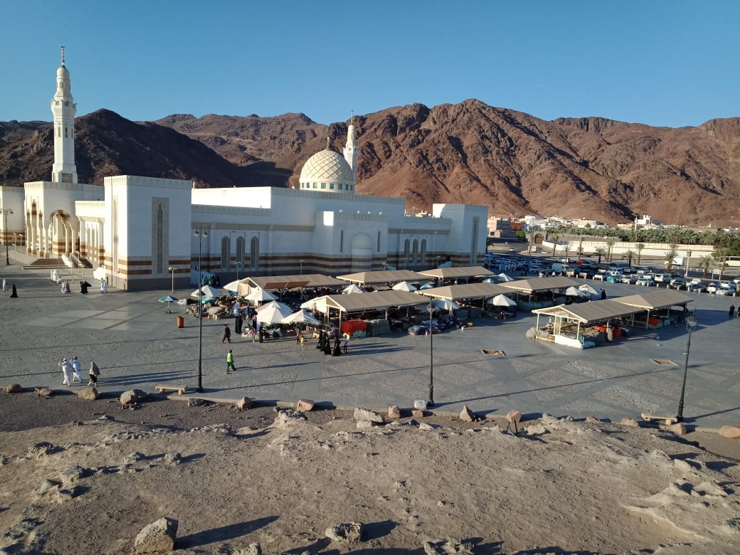 Peziarah Berdoa di Jabal Uhud, Madinah, Arab Saudi (foto: Amril Amarullah/Okezone)