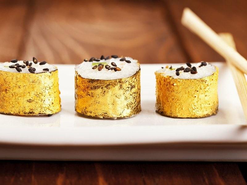 makanan bertopping emas