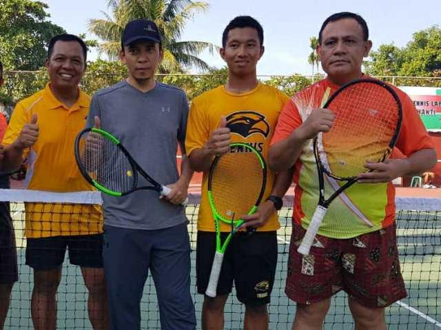 TGB dan Deputi Penindakan Irjen Pol Firly KPK (paling kanan) main tenis bareng FB Farid Makruf