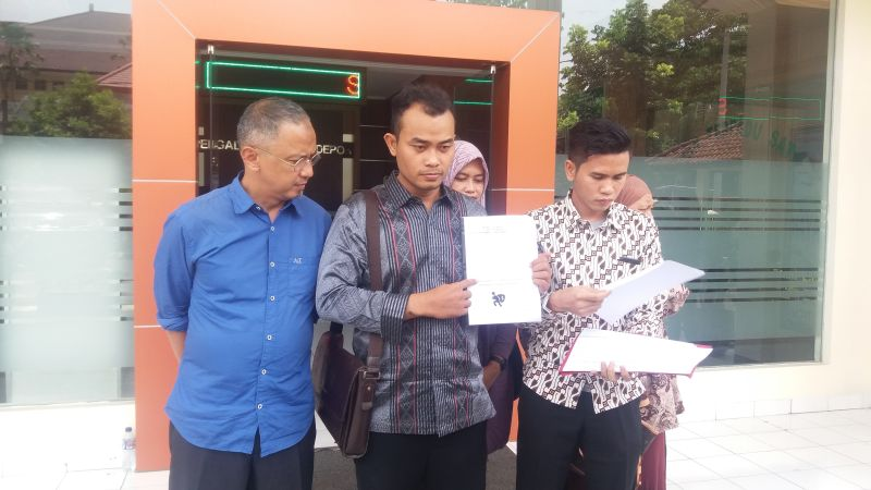 Kuasa Hukum First Travel Mendaftarkan Pengajuan Kasasi ke MA di PN Depok (foto: Wahyu M/Okezone)