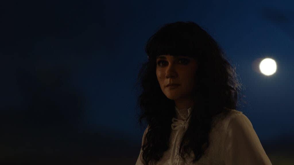 Luna Maya sebagai Suzzanna