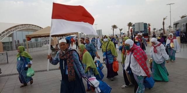 Menag Lukman Hakim Saifuddin lepas kloter terakhir pulang ke Indonesia. (Foto: Amril Amarullah/Okezone)