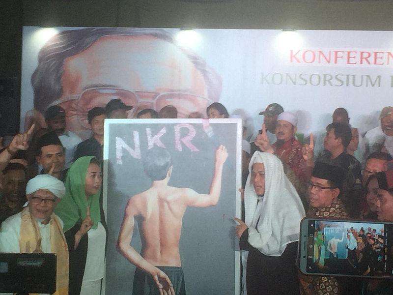 Yenny Wahid Bakal Melelang Lukisan Jokowi Tak Pakai Baju, Hasilnya untuk Kampanye