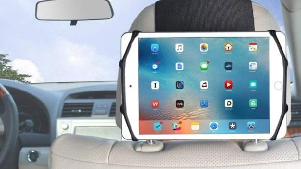 Penempatan Tablet yang Aman di Mobil