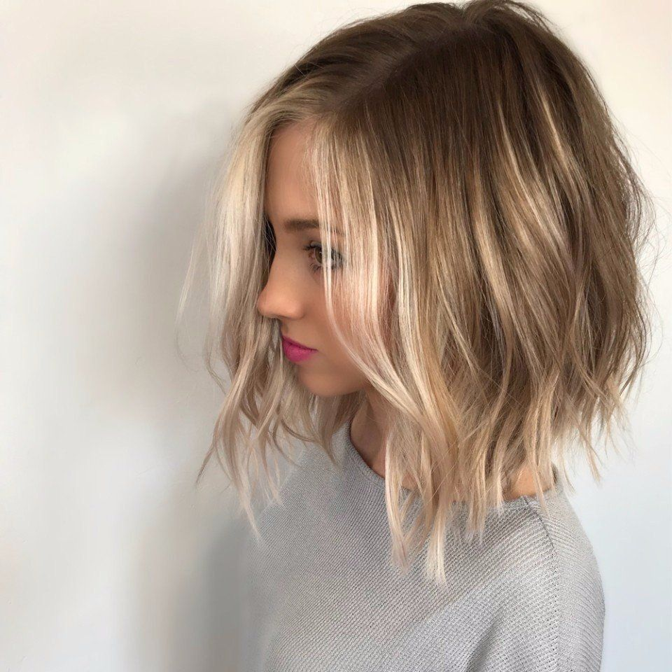 Gaya rambut ini cukup simpel sehingga memudahkan Anda dalam rutinitas  sehari-hari. Beberapa wanita yang aktif dalam kesehariannya mungkin cocok  dengan ... a9a462046c