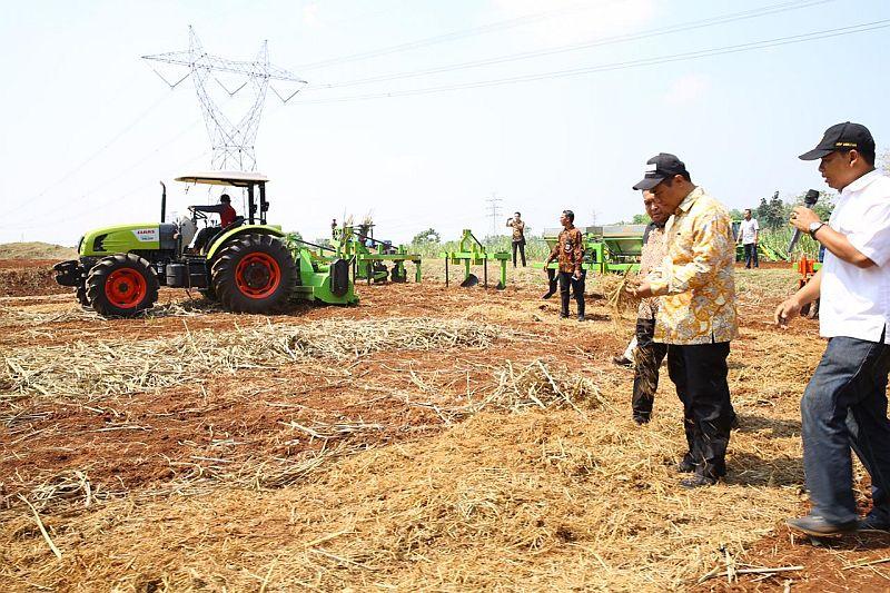 Revolusi Industri 40 Sektor Pertanian Petani Gunakan Remote
